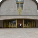 2015.06.14 - 40° Aido Grassobbio - Via Papa Giovanni XXIII - Il Parroco Don Manuel Beghini in attesa del corteo presso la chiesa Santa Famiglia di Nazaret
