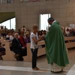 2015.06.14 - 40° Aido Grassobbio - Via Papa Giovanni XXIII - interno Chiesa Santa Famiglia di Nazaret - Offertorio a don Manuel di Teresina Morlacchi