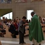 2015.06.14 - 40° Aido Grassobbio - Via Papa Giovanni XXIII - interno Chiesa Santa Famiglia di Nazaret - Offertorio a don Manuel di Laura Brioni