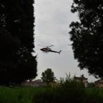 2015.06.14 - 40° Aido Grassobbio - Via Papa Giovanni XXIII  atterraggio elicottero che ha lanciato 5 paracadutisti Gruppo Val Cavallina