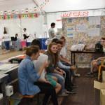 2015.06.14 - 40° Aido Grassobbio - Via Papa Giovanni XXIII  -  tensostruttura al pranzo Aido - giovani ragazzi al servizio  camerieri